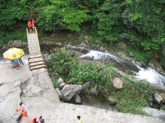 Photos of Qingyuan Huang Teng Gorge Rafting