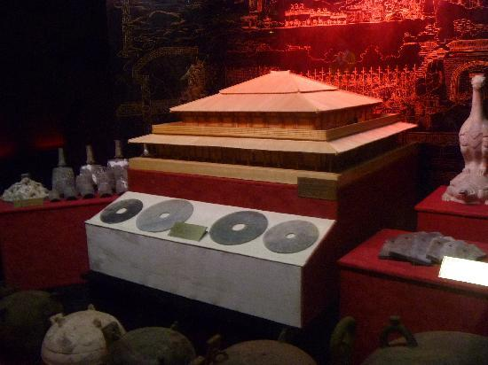 Photos of Tomb of Emperor Jingdi (Hanyangling)
